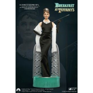 Breakfast Tiffany's statue Holly Golightly Audrey Hepburn Deluxe movies statue